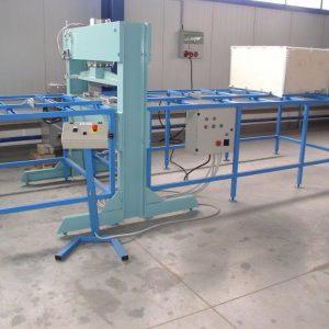 Technologické zařízení pro výrobu nástavců palet